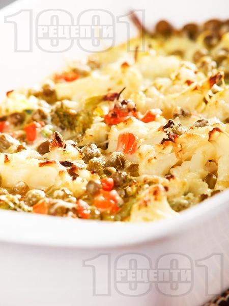 Печени есенни зеленчуци (броколи, карфиол, грах, моркови) на фурна с кашкавал и яйца - снимка на рецептата